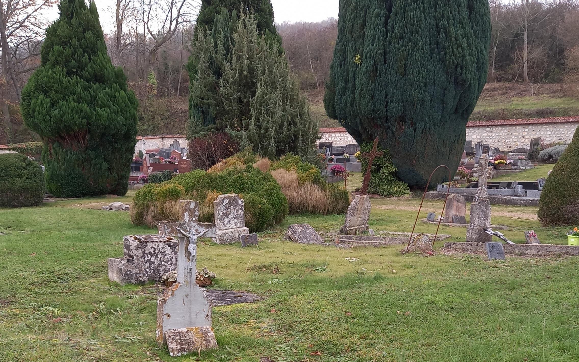 Vue du cimetière de Fontaine-sous-Jouy